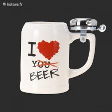 Chope de bière dotée