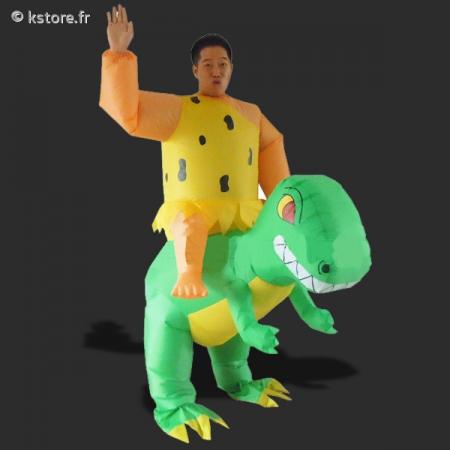 déguisement homme sur dinosaure